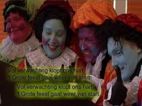 """""""Sinterklaasje, kom maar binnen met je Piet"""" 25 Sinterklaasliedjes van Nu (selectie en soms ingekort) Paul Passchier & Thedo Keizer; Ploegsma©2014 illustrati..."""