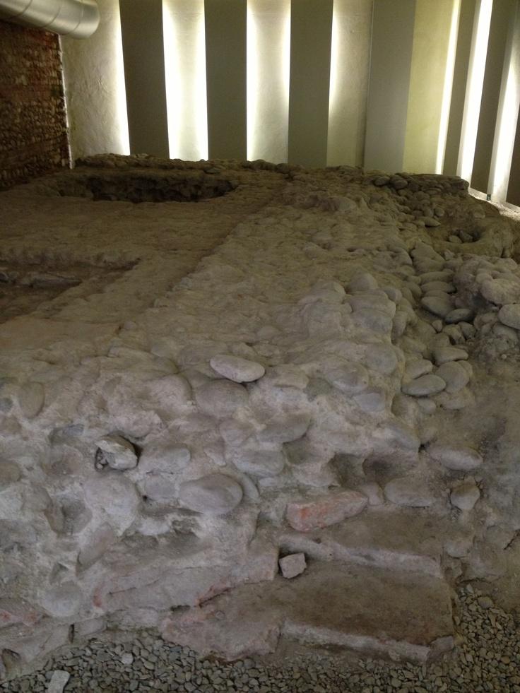 Resti romani nella banca del vino a #Pollenzo #invasionidigitali