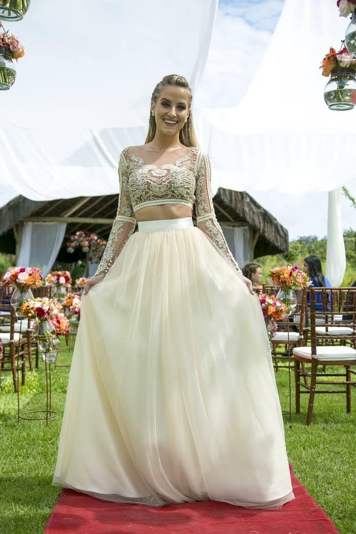 Vestido moderno com cropped da personagem Barbara de Malhação