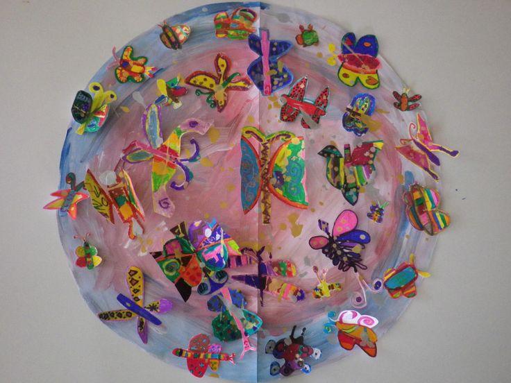 Με μια Ασπίδα Γένους Θηλυκού… γεμάτη Πεταλούδες εμπνευσμένη από έργο της «πολύχρωμης» Ελληνίδας Εικαστικού Σοφίας Γαϊτάνη κλείνουμε το πρόγραμμά μας με τίτλο «Η Ασπίδα του Αχιλλέα με …