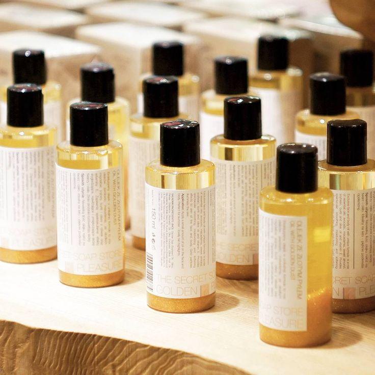 Nasz olejek ze złotym pyłem idealnie sprawdzi się na wieczorne wyjście💕 #thesecretsoapstore #natural #cosmetics #oil #oils #golden #saturday #naturalne #kosmetyki #polishbrand #store #minimal #vsco https://secret-soap.com/olejek-golden-pleasure-150-ml-280.html