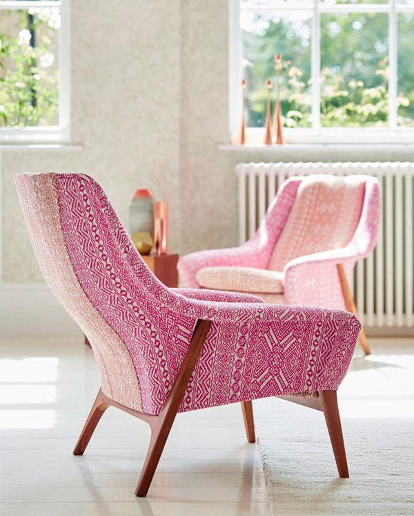 butacas de estilo nrdico tapizadas en color rosa de harlequin