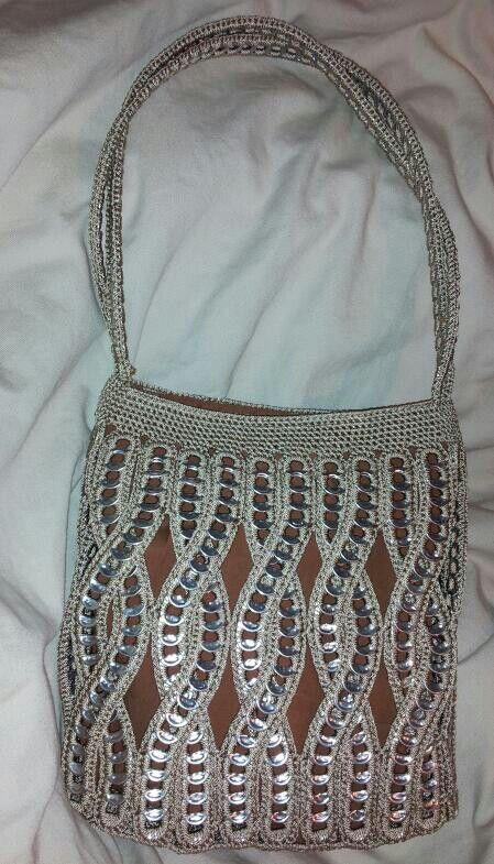 Pop tab purse... $80 no me gustan las anillas pero este es espectacular