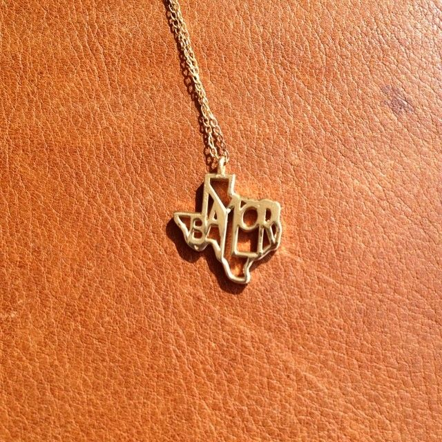 14K yellow gold Texas pendant with Baylor written inside // Love this! #SicEm