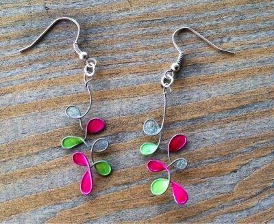Pendientes con alambre y esmalte de uñas / Wire and nail polish earrings
