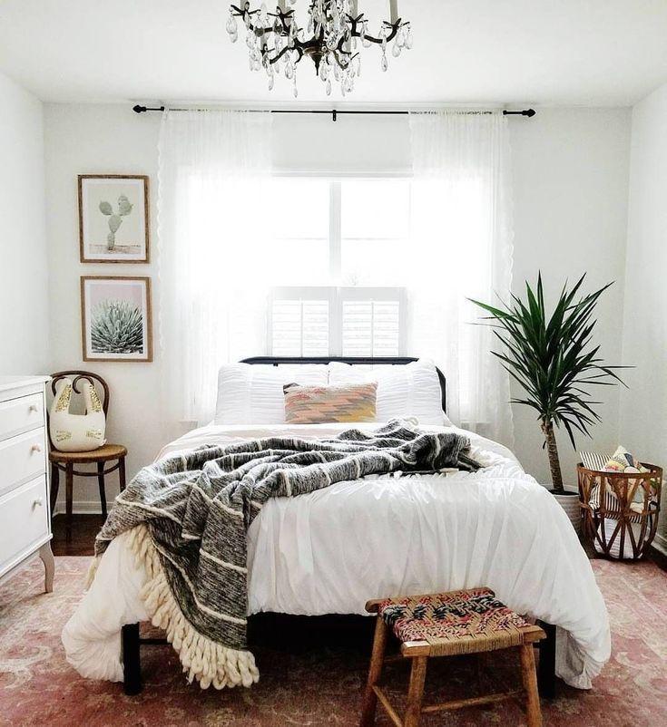 Minimalistisches böhmisches Schlafzimmer / Boho Chic / Helles und luftiges Schlafzimmer