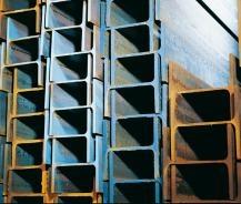 """Staplade H-balkar. Man kan säga att balkar är stora stänger som används som """"tyngdlyftare"""" i olika byggnadsverk genom att förhindra sviktande. Det finns flera olika sorters balkar som namnges efter sin form; I-balkar, H-balkar och U-balkar. De är formade på dessa sätt både för att spara på resurserna och för att en ihålig balk är lättare än en tjock, rektangulär bom - båda strukturerna är  lika stabila och de kan bära lika mycket vikt, men den ihåliga balken väger själv inte så mycket. (!)"""