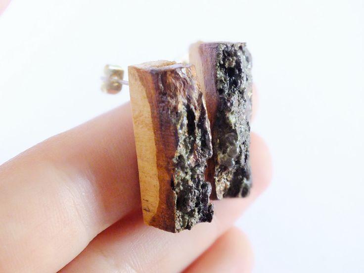 Orecchini in legno con corteccia di MorelliniJewelry su Etsy #woodenjewelry #gioielliinlegno