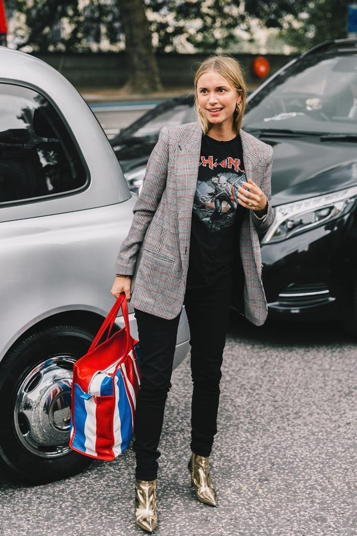 Street Style : long line blazer in classic small scale check worn back with rock metal t-shirt & black skinny pants. Balenciaga shopper optional || Saved by Gabby Fincham ||