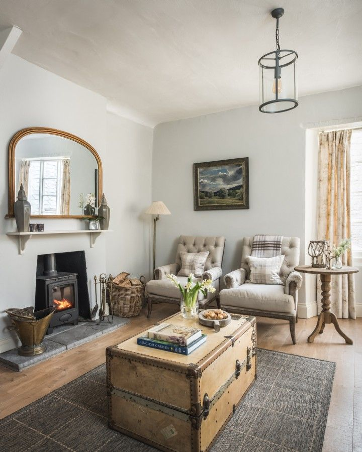 Zip down English country roads to the haven that is Amethyst Meadows. This wisteria-cloaked Georgian farmhouse sits in the picturesque hamlet of Huxham near Glastonbury, offering luxury self-catering escapes in the hummocky hills of Somerset.