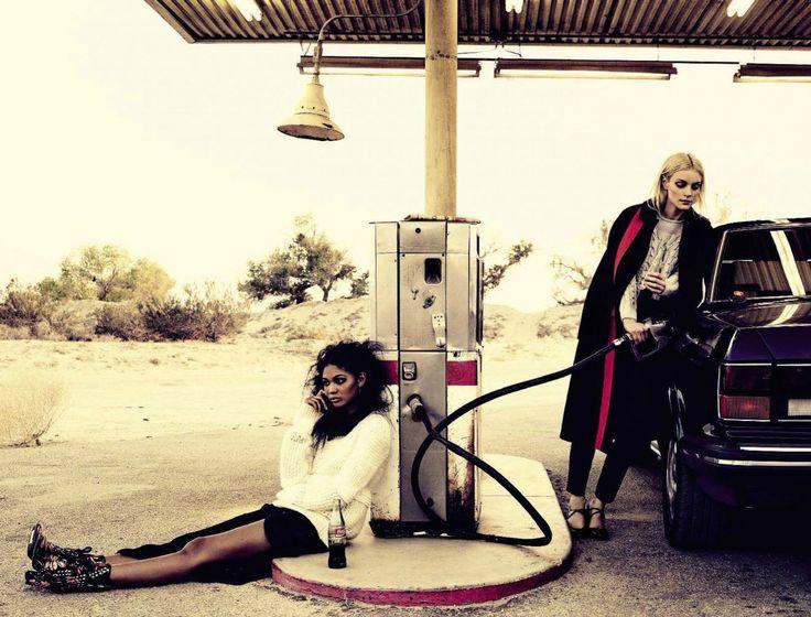 Шанель Иман и Джессика Стэм на страницах Vogue Italia — ноябрь 2016.  Фото — Мишель Комте.