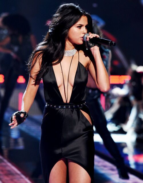 Popular Music Artist: Selena Gomez