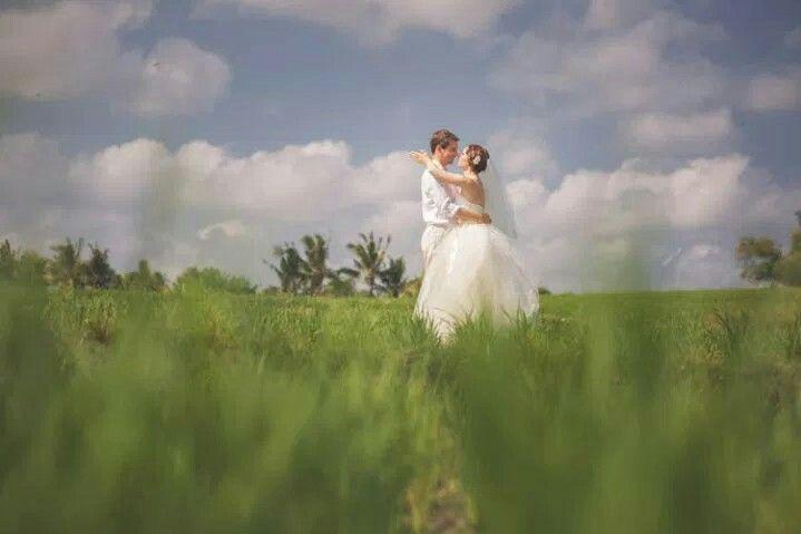 Bali iconic paddy fields #bali #baliwedding #baliphotographer #thebalibride #oliverkenphotoworks #oliverken #weddingphotography #weddingphotographer #weddinginspiration #weddingseason #realwedding #weddingideas #weddingblog #luxurywedding #destinationweddings #diywedding #diyweddingideas #canon #theknot