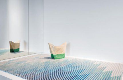 Raw Edges designed an optical carpet collection for the rug company Golran. An iridescent collection, capable of moving from the vivid colours of daytime to the less bright shades of the evening, just like the mirror of water of a lake changes its reflection.