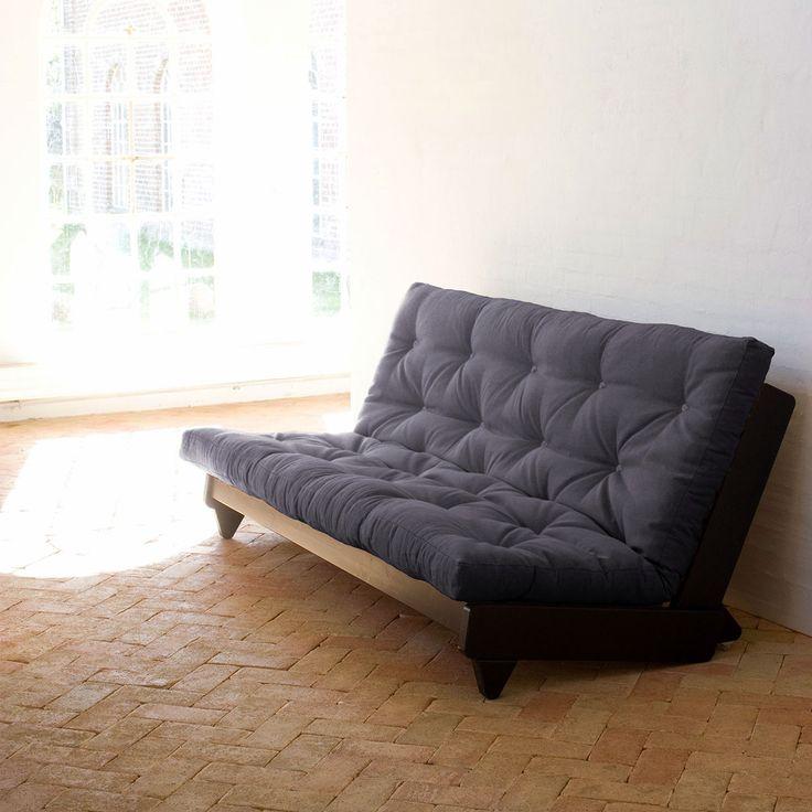 Il divano Fresh di Karup e' caratterizzato da uno stile minimal e semplicissimo. Presenta piedini triangolari in legno e un materasso futon. Dalla grande comodita', Fresh e' perfetto per ambienti di piccole dimensioni. Si trasforma in letto in un semplice gesto.