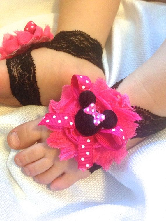 These adorable baby sandals are the perfect addition to any girls outfit. They are very comfy on little feet. They work great for photo shoots, gifts or just everyday wear. This listing is for 1 pair of pink minnie mouse barefoot sandals. Straps are made of black lace elastic & each have a pink polka dot bow with felt Minnie mouse center .  Shown in red - available at this link - https://www.etsy.com/your/shops/SummerJadeBoutique/tools/listings/state:inactive,view:table/156196611…