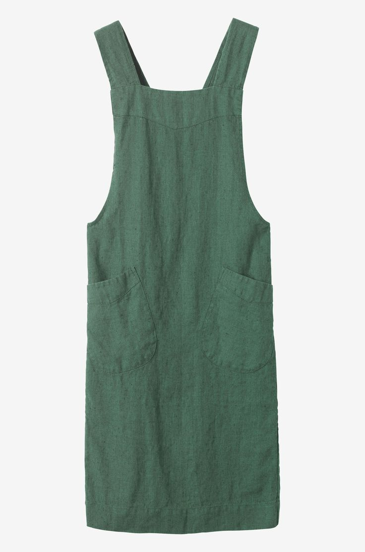 HOUSE & HOME | Apron in good quality, slubby, robust washed linen from the Baltic. Two, wide straps cross over at the back. Two patch pockets.