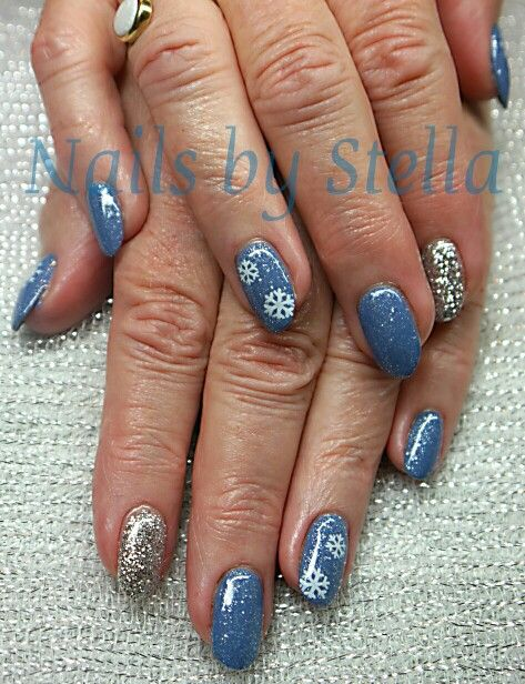 ❄Winter has come! Jeans-Glitter silver and snowflakes ❄ by: nails by stella