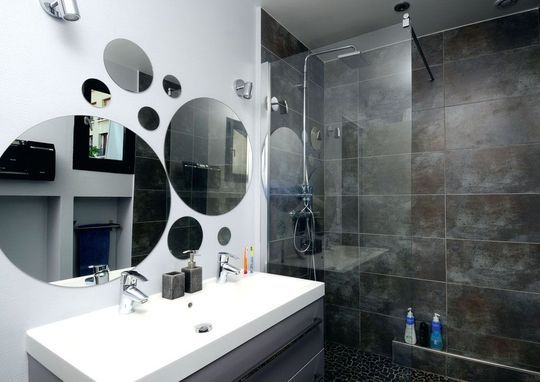 La salle de bains des enfants - 9 mois pour rénover une maison de ville - CôtéMaison.fr