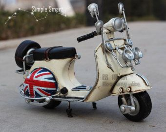 1/12 Miniature Retro Style 1958 Red & White Vespa Motorcycle