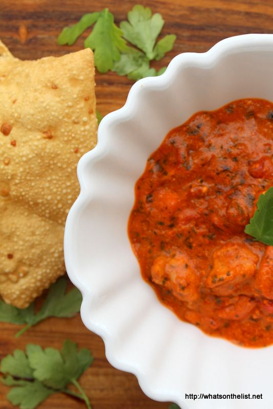 Chicken-tikka-masala-papadum-whatsonthelist