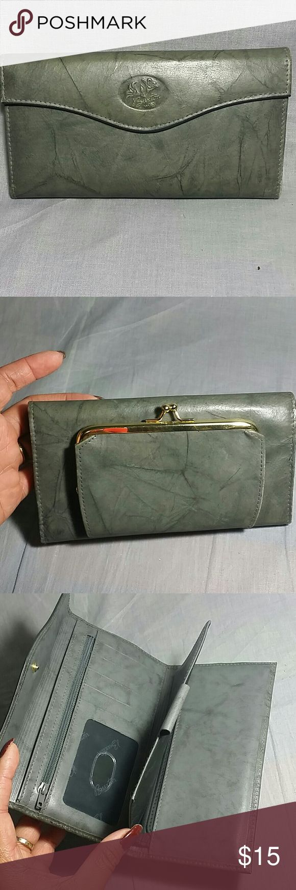 """Women's Buxton wallet Gray Leather Item is in a good condition measurements height 4"""" Length 7"""" lots of compartments. Buxton  Bags Wallets"""