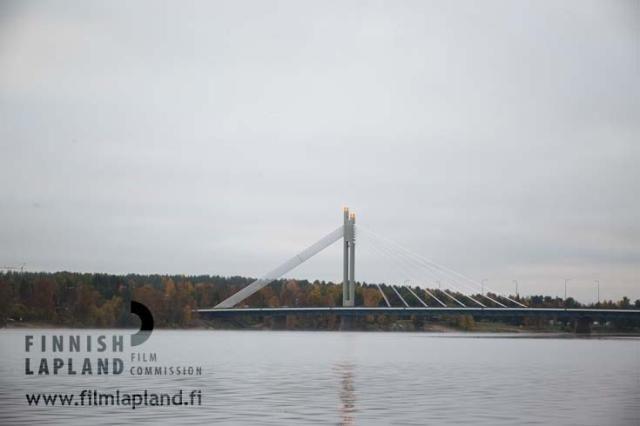Jätkänkynttilä bridge and Kemijoki river in the city of Rovaniemi, Finnish Lapland. Photo by Lappikuva. #filmlapland #finlandlapland #arcticshooting