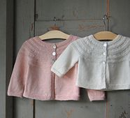 Ravelry: Liten kofta pattern by Gralina Frie baby cardigan bottom up in fingering, easy to size it up by using DK 3-6, 9-12 months