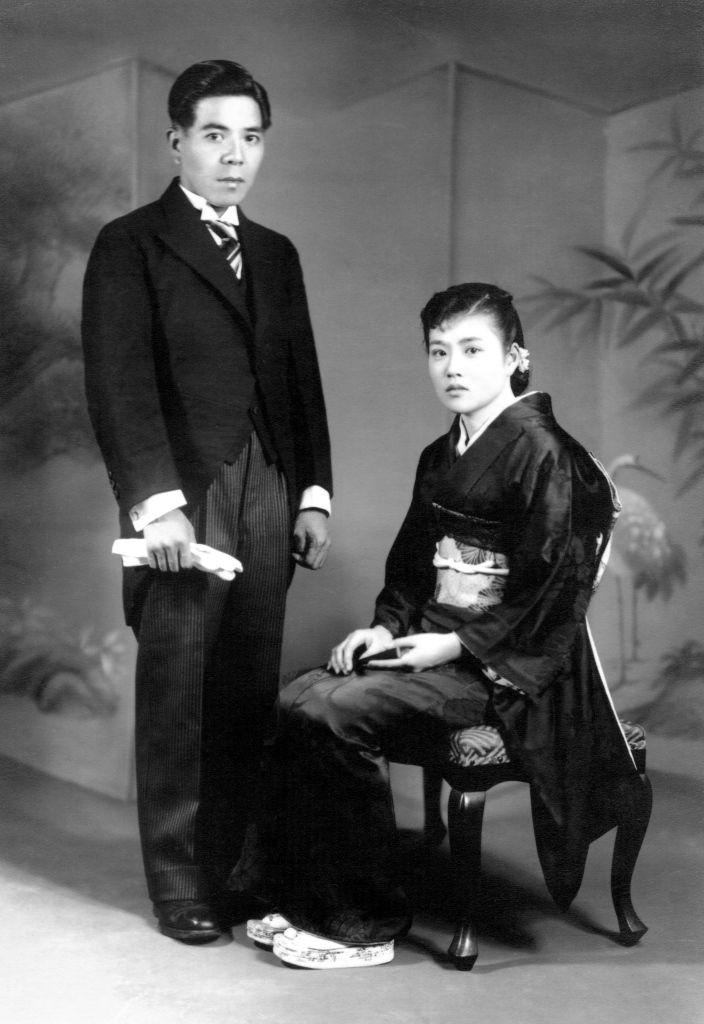 昭和16年(1941年)5月、戦時下の祖父母の結婚。式も披露宴もなく、記念写真だけ撮ったそうです。鶴見区