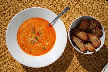 Indisk kyllingsuppe med hjemmeladge krutonger. Nydelig klubbmat. Enkel og god!   Delicious indian inspired chicken soup. Easy and yummy.