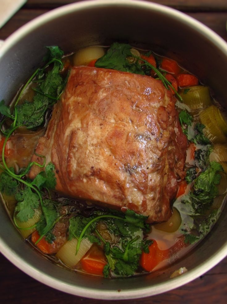 Stewed pork loin with carrot and leek | Food From Portugal. Want to prepare a special meal for the weekend? We have the perfect recipe for you, pork loin stewed with the delicious flavors of the carrot and leek! Serve with white rice or fries. Bon appetit!!!