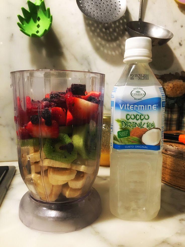 Acqua di cocco e frullato per iniziare la giornata