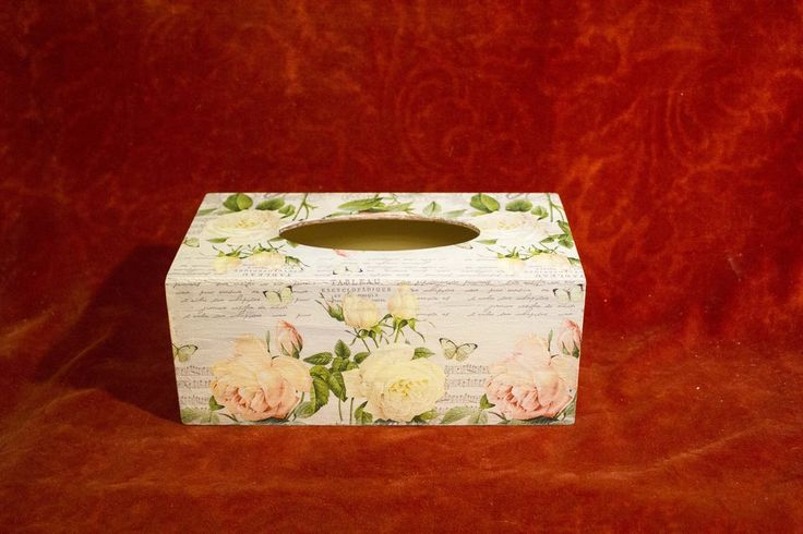 Napkins box with pink roses