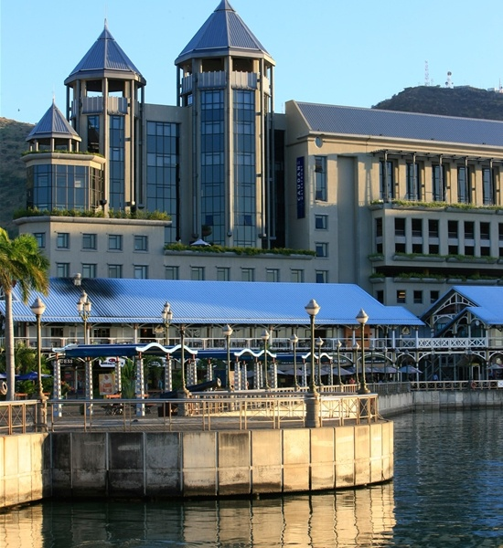Le caudan water front em port louis um centro comercial estabelecido em antigas instala es - First restaurant port louis ...