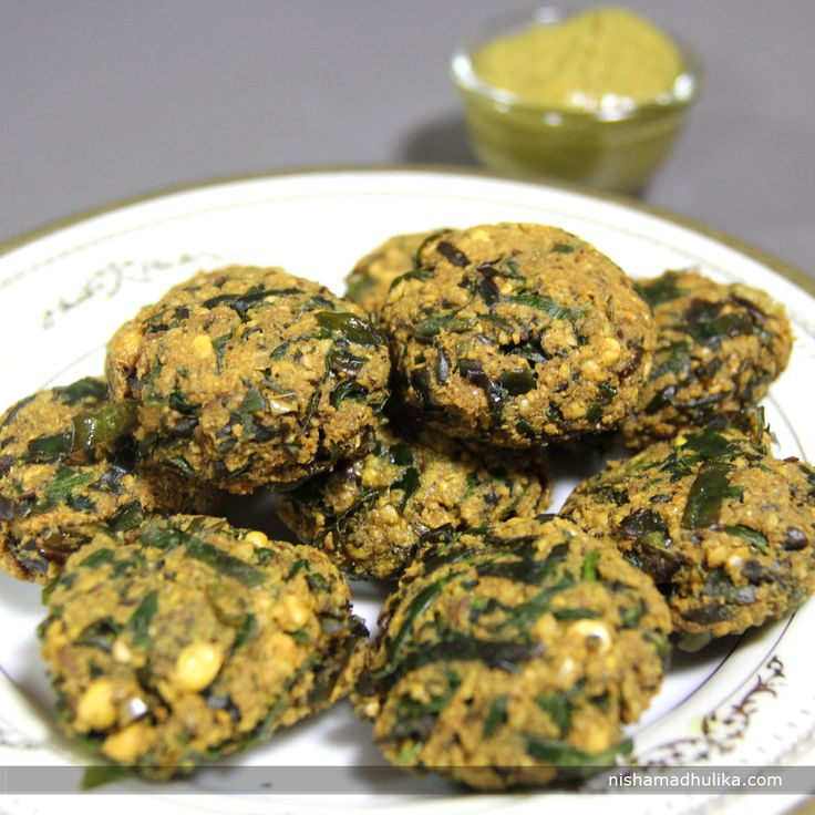 Palak vada is yet another lip-smacking recipe of spinach. It tastes delicious and it is very easy to make as well. Recipe in English - http://indiangoodfood.com/1498-palak-vada-recipe.html