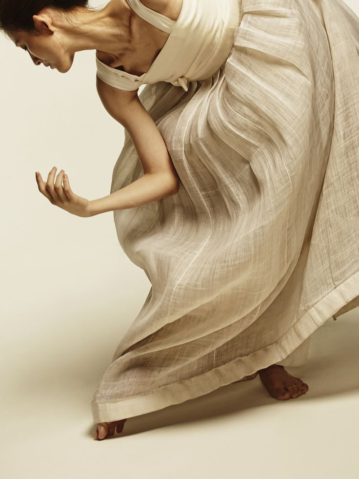 "newmodernhanbok: ""design by 담연 이혜순 model 발레리나 김주원 photo 박세준 """