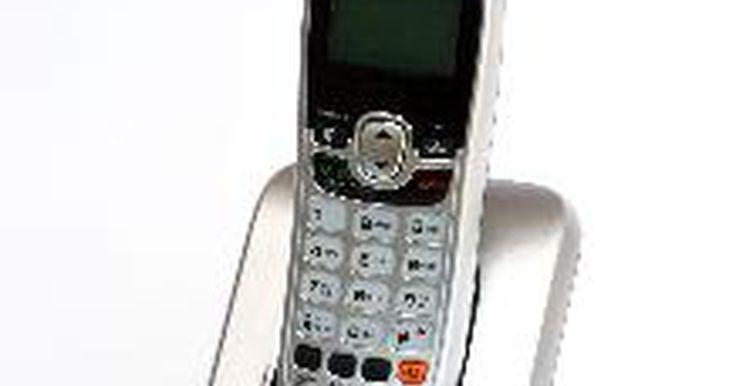 Instruções do telefone sem fio GE. A marca de telefone sem fio GE é projetada para levar as conveniências do serviço sem fio em casa com som e características de qualidade. Há muitos modelos de telefone sem fio GE. Os mais recentes, incluindo o DECT 6.0, possuem características padrões, como chamada em espera, identificador de chamadas, indicador visual de toque, memória de número ...