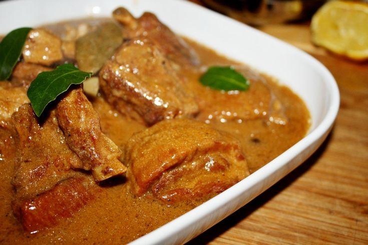 duszone żeberka to bardzo prosty i niezwykle smaczny sposób na przyrządzenie mięsa wieprzowego . Szybki i jednogarnkowy