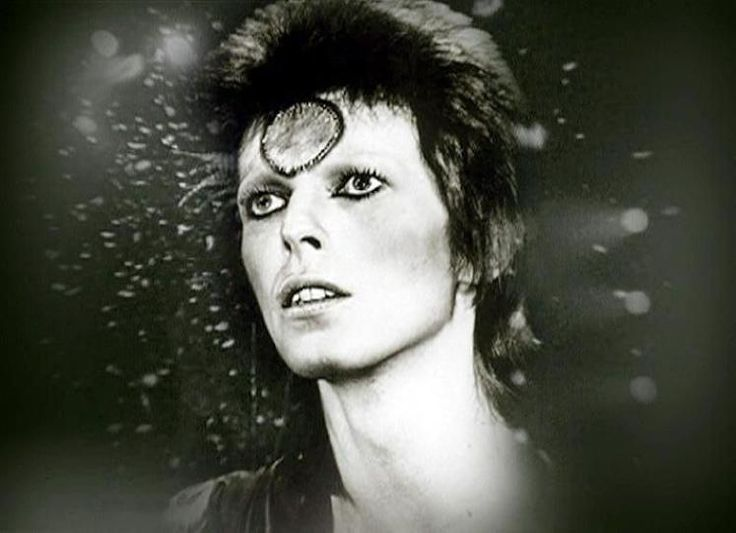 Im damaligen Hamburger Allgemeinem Krankenhaus Altona wurde Bowie dann ein Stent gesetzt. Nach seiner Genesung trat Bowie neben Gastauftritten bei Konzerten von Arcade Fire und David Gilmour zuletzt im Mai 2007 als Kurator des Highline-Musikfestivals in New York in Erscheinung. Mehr zum Top des Musikers: http://www.nachrichten.at/nachrichten/kultur/Die-Welt-hat-einen-Hero-verloren-David-Bowie-ist-tot;art16,2080839 (Bild: Reuters)