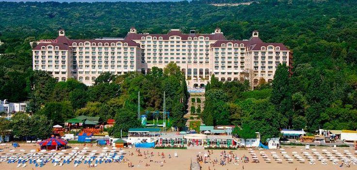 30% reducere la Hotel Melia Grand Hermitage 5* din Nisipurile de Aur.  Tarife de la 30 Euro/pers/zi in dubla standard.  *Oferta valabila pentru rezervari pana pe 31.03  Vezi oferta completa: http://www.analastminute.ro/destinatii/bulgaria/nisipurile-de-aur/hotel-melia-grand-hermitage-5-nisipurile-de-aur-bulgaria-O763