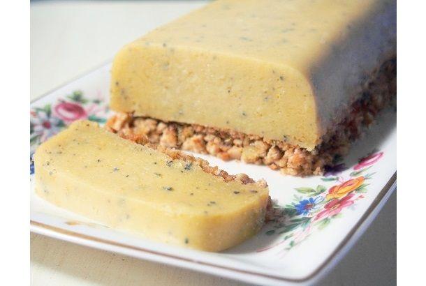 ゴルゴンゾーラチーズとローズマリーを組み合わせたちょっと大人なチーズケーキ。甘さ控えめなので、甘いものが苦手な方にも喜ばれます。...