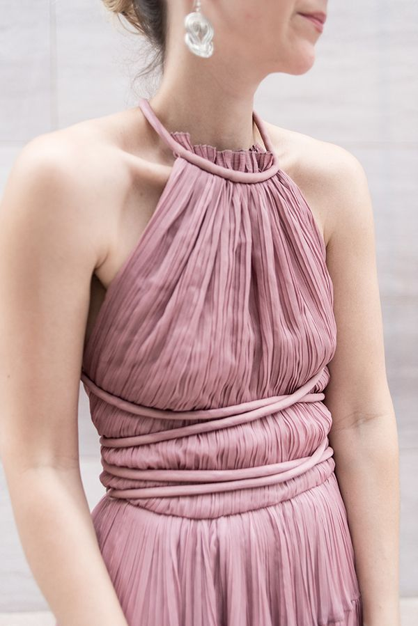 Mauve chiffon for the win.I mean this dresssssss. And the shoot just turned out so well. I just can't. Sometimes you think something is going to photograph well and it doesn't do what …