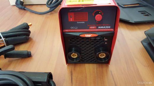 Ľahká, dobre prenosná inverterová zváračka I-W 200A MMA Popis: Invertorová zváračka je určená na zváranie obaľovanými elektródami (MMA).  Invertor je vybavený funkciami: HOT START- dokonalé zapájanie zváracieho oblúka, ANTI STICK- obmedzenie zváracieho prúdu pri skrate, ARC FORCE- pre automatické nastavenie zváracej charakteristiky. Kontrolka prehriatia ovládacím potenciometrom zváracieho prúdu.  Malý rozmer, veľmi dobré zváracie vlastnosti a vysoká spoľahlivosť. Vzhľadom na svoju cenu a…