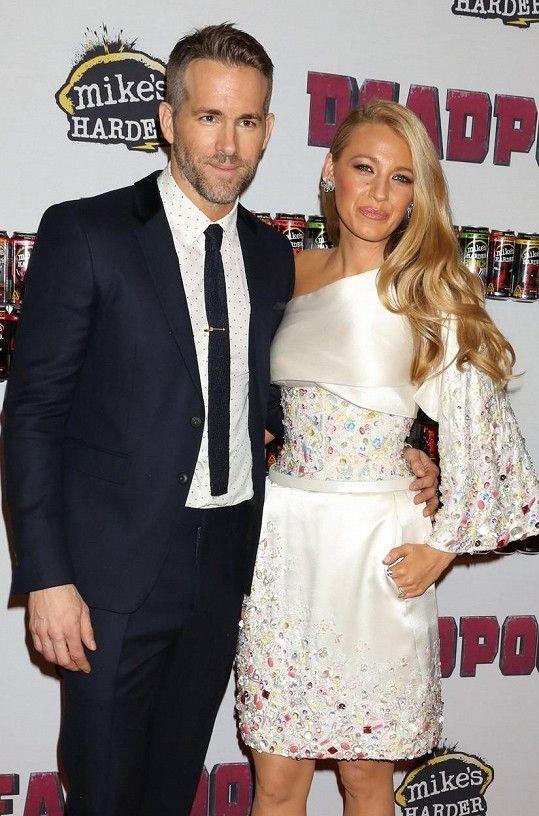 Ryan Reynolds a Blake Lively na premiéře filmu Deadpool