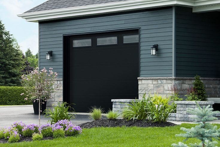 Black garage door idea | Idée de porte de garage noire