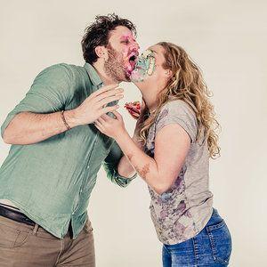 Uit het de loveshoot serie taart gooien. Een foto van fotozee.nl