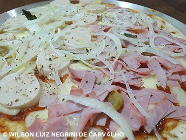 RECEITA DE PIZZA DE PRESUNTO E PALMITO http://tudoqueseiequenadasei.blogspot.com.br/2016/11/receita-pizza-presunto-e-palmito.html #comida #alimento #cozinha #food #cooking #culinaria #alimentacao #refeicao #FicaADica