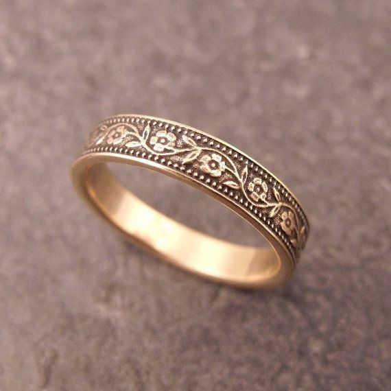 5.5mm wide Estate RingBand Size 8-Vintage 14K Yellow Gold Leaf Band Green Gold Leaves
