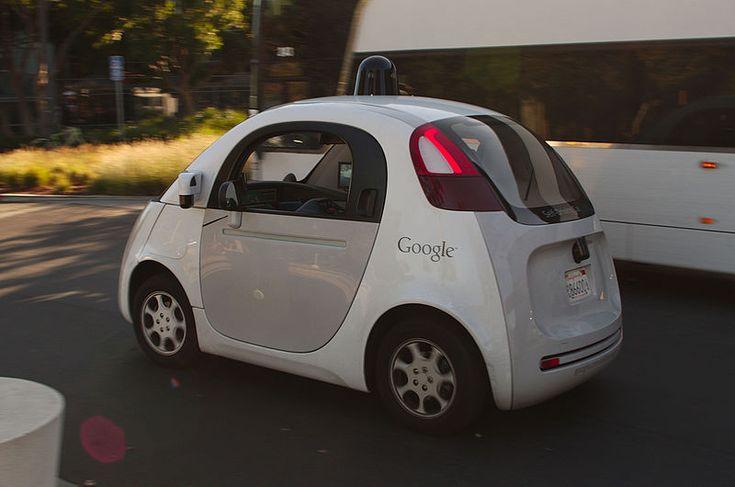 Les véhicules autonomes, tels la Google Car, se basent sur le traitement massif d'informations tirées de leur environnement. Crédits : Michael Shick.