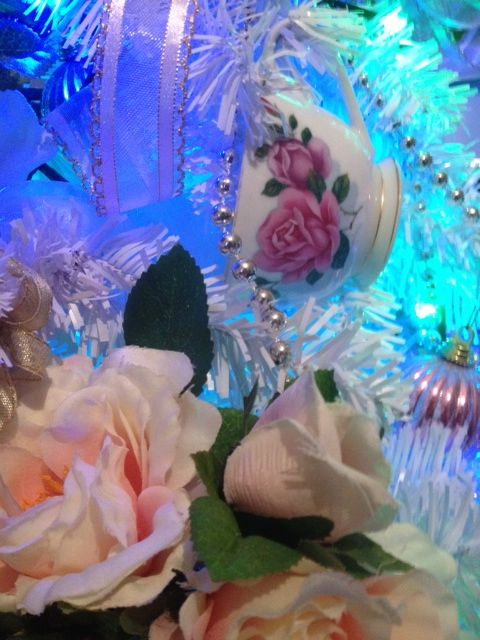 Shabby Chic and Vintage Inspired Christmas Decorations